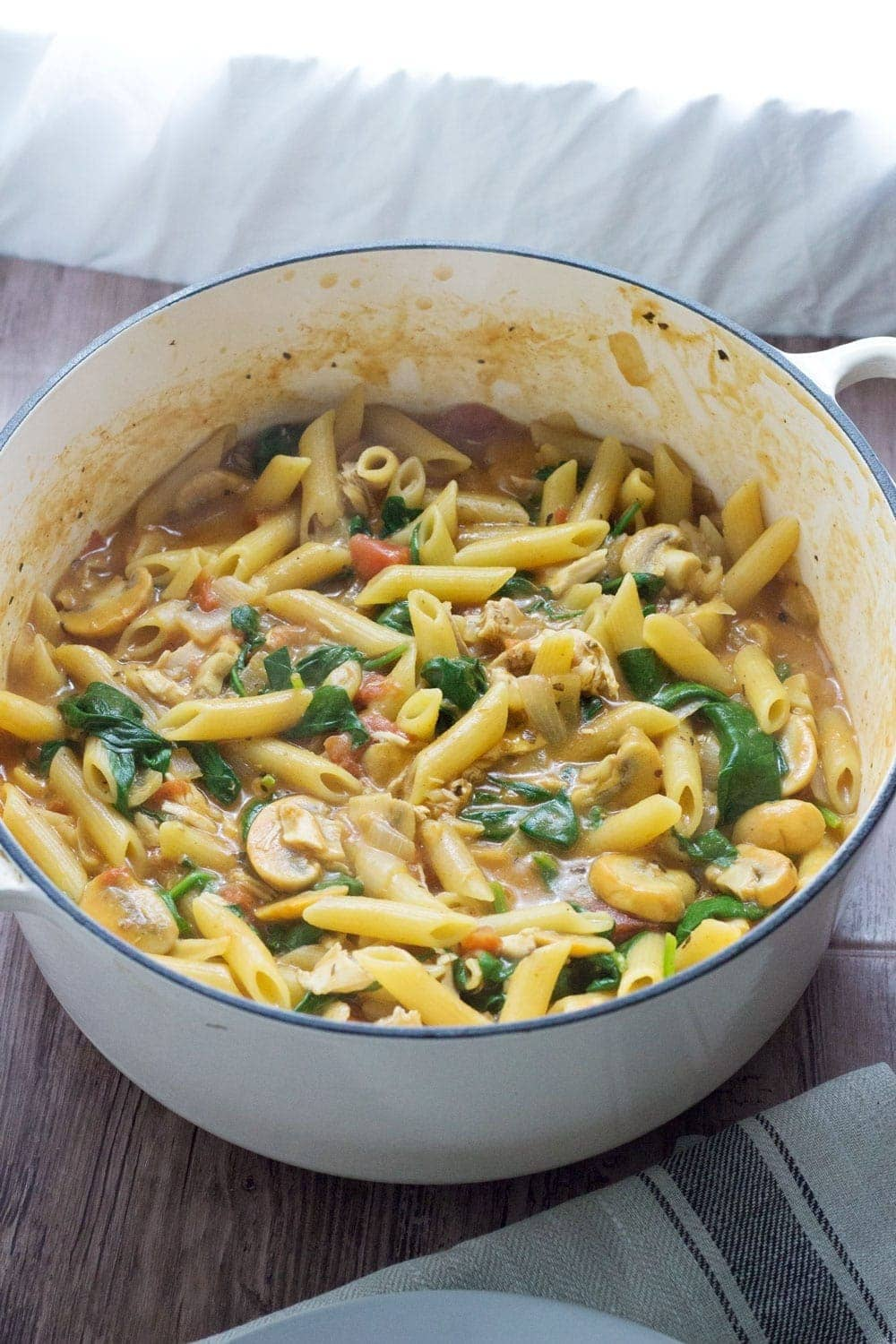This one pot pasta with chicken, spinach & mushroom is ready in 30 minutes & makes a great weeknight meal. Add any veg you like to make it even healthier!