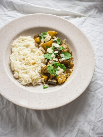 This quick & easy vegetable curry is packed with potatoes, aubergine and mushrooms to make it a filling evening meal. Plus it's gluten free and suitable for vegans!