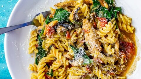 One Pot Pasta With Chicken, Spinach and Mushroom