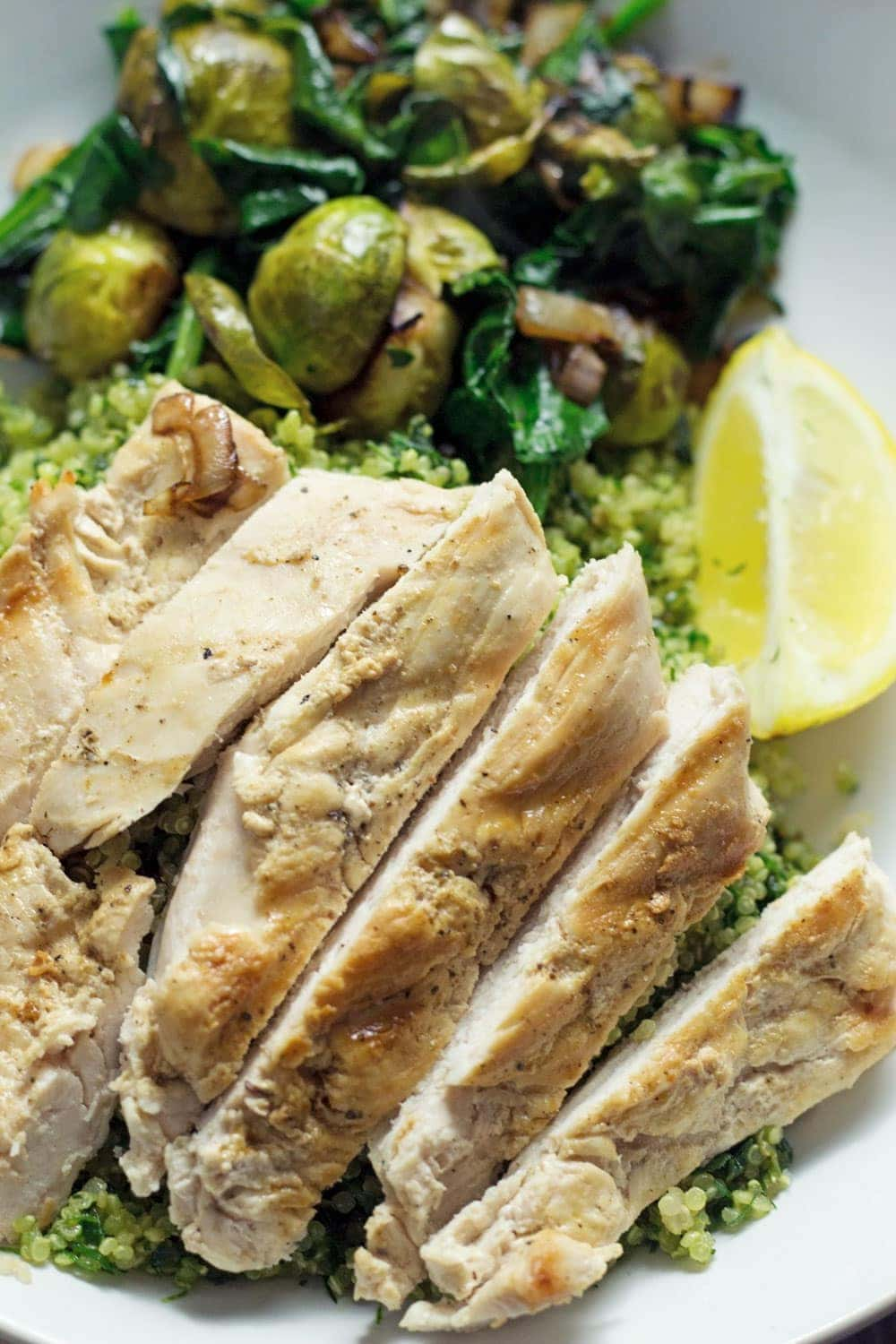 Looking for a delicious and healthy weeknight dinner? These healthy green quinoa bowls topped with chicken are the perfect thing!