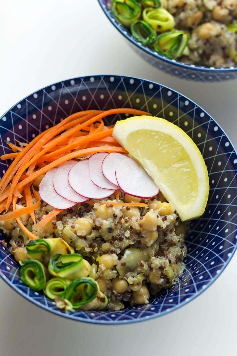 These protein-packed veggie quinoa bowls will keep you full for hours. Look no further for a super healthy vegetarian dinner!