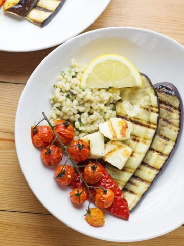 Summer dinner is here with this griddled halloumi served over herby pearl barley. Roasted veg helps to make this a really healthy and delicious meal.