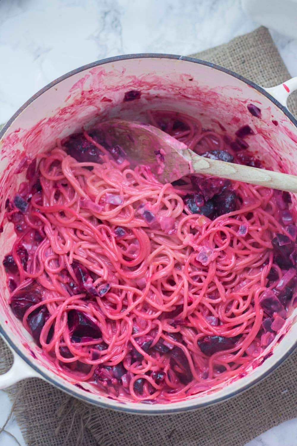 This roasted beetroot one-pot pasta is finished with a spoonful of goat's cheese. It's so easy and looks amazing, this dish is perfect comfort food! #beetroot #pasta #vegetarian #comfortfood